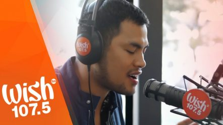 Bugoy Drilon sings «Air Tonight» LIVE on Wish 107.5 Bus