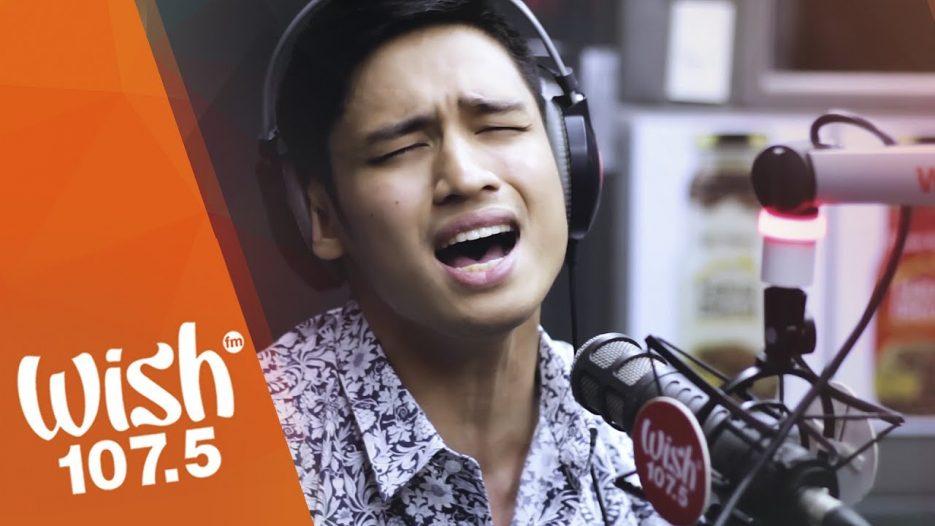 Michael Pangilinan sings «Bakit Ba Ikaw» LIVE on Wish 107.5 Bus
