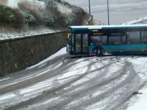 Is this Britain's best bus driver ? How to get up Saltburn Bank!