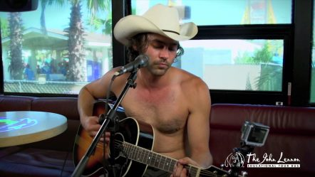 Shakey Graves «Dearly Departed» on John Lennon Bus @ Hangout Music Festival