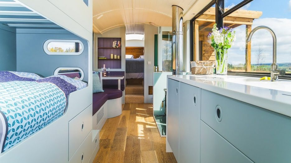 Absolutely Luxury Bus Stop Tiny House, Holiday Experience for 2+2 Person