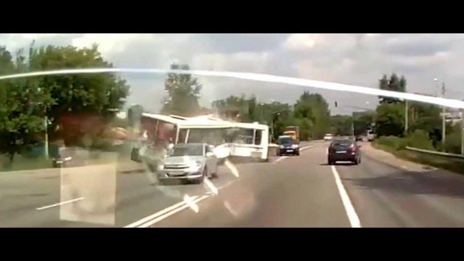В «новой Москве» автобус столкнулся с грузовиком: 18 погибших