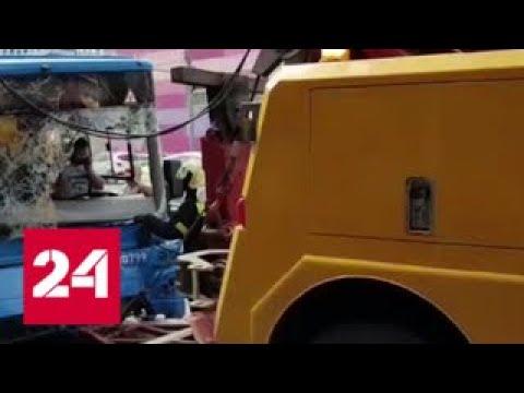 В Москве автобус на скорости врезался в столб — Россия 24