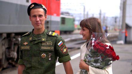 Девушка дождалась парня из армии. ДМБ — 2015, Встреча с поезда, г.Курган