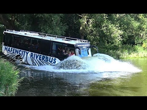 HAFENCITY RIVERBUS | The spectacular amazing swimming bus | 4K-Quality-Video