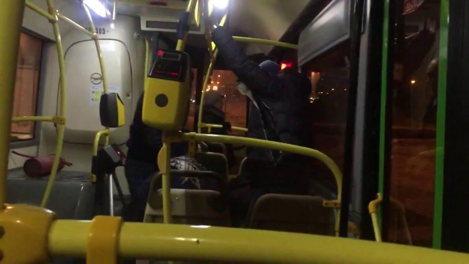 Драка в автобусе  Москва