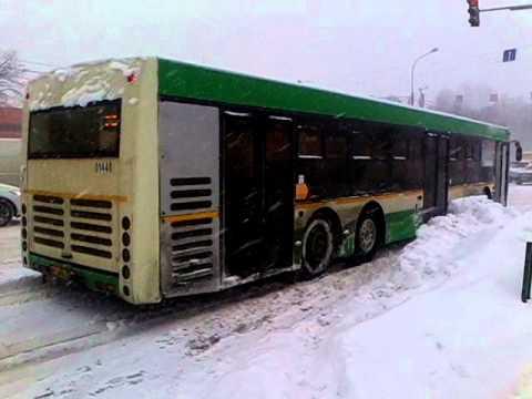 В Москве буксуют автобусы