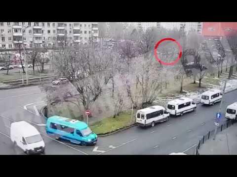 Автобус сбил людей на остановке у метро Сходненская в Москве реальная съемка момента