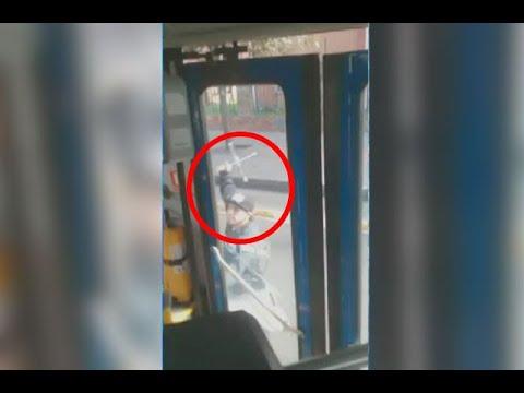 Cruceta en mano, taxista le rompió un vidrio a bus del SITP — Ojo de la noche