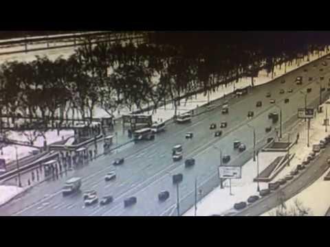 В Москве автобус заехал в пешеходный переход м  Славянский бульвар  25.12.17
